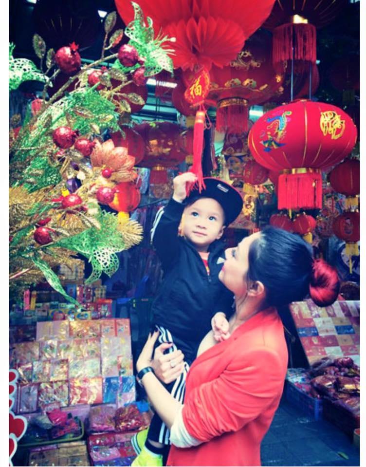 Ca sĩ Thanh Thảo không đi hát mà dành thời gian cho con trai trong năm mới.