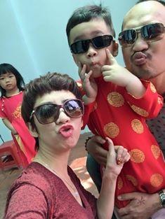 Gia đình danh hài Thu Trang - Tiến Luật hạnh phúc bên con trai trong ngày đầu năm sau thời gian chăm chỉ chạy show cả năm