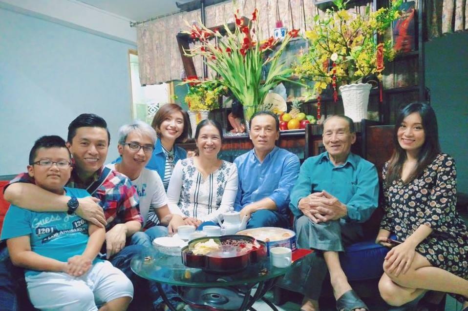 Ca sĩ Tiêu Châu Như Quỳnh khoe hình ảnh gia đình 3 thế hệ, trong đó có cả người chú Lam Trường và chị Minh Thư.