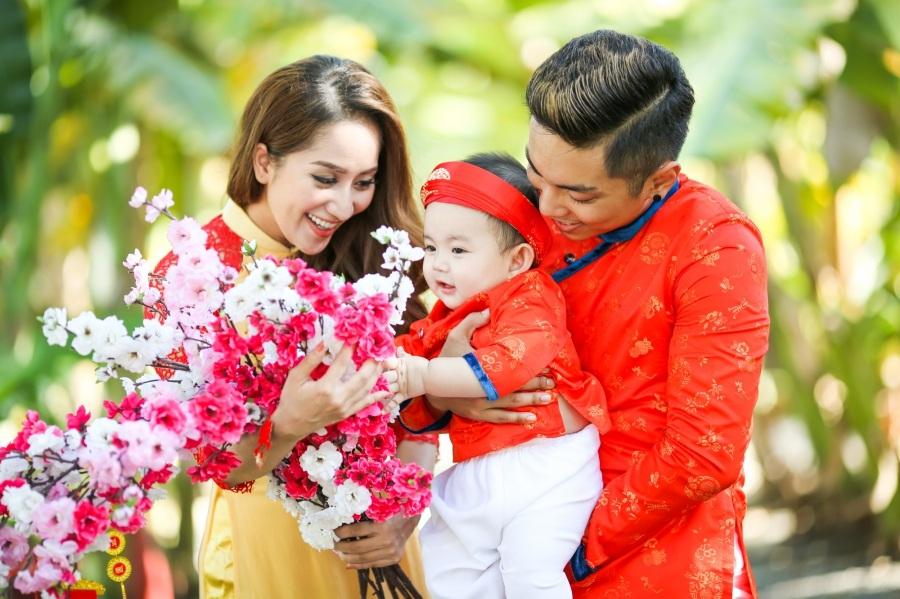 Sau những ồn ào của dư luận, cuộc tình của Khánh Thi và học trò Phan Hiển đã vượt qua mọi dư luận để có được một gia đình hạnh phúc cho riêng mình.