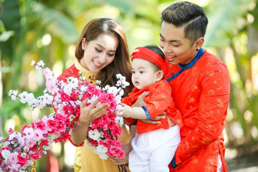 Khánh Thi - Phan Hiển du xuân cùng con trai - 1
