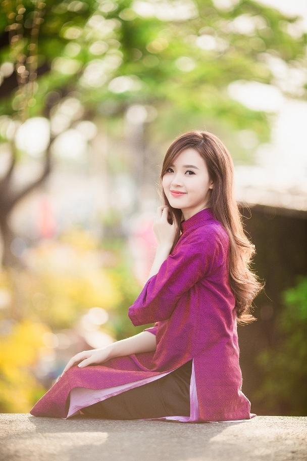 ...hay nét dịu dàng, mềm mại của người con gái Huế trong tà áo dài tím