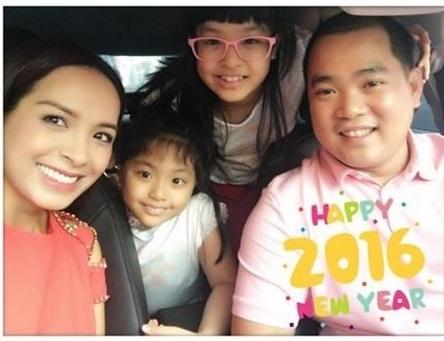 Gia đình Thúy Hạnh - Minh Khang thật hạnh phúc trong ngày đầu năm. Hai vợ chồng cùng 2 cô con gái du Xuân trong những ngày đầu năm Bính Thân.