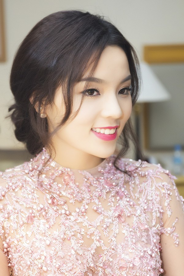 Hoa hậu Nguyễn Cao Kỳ Duyên hiện đang là hoa hậu nhỏ tuổi nhất. Cô cũng là người chịu nhiều áp lực nhất từ dư luận kể từ khi đăng quang.