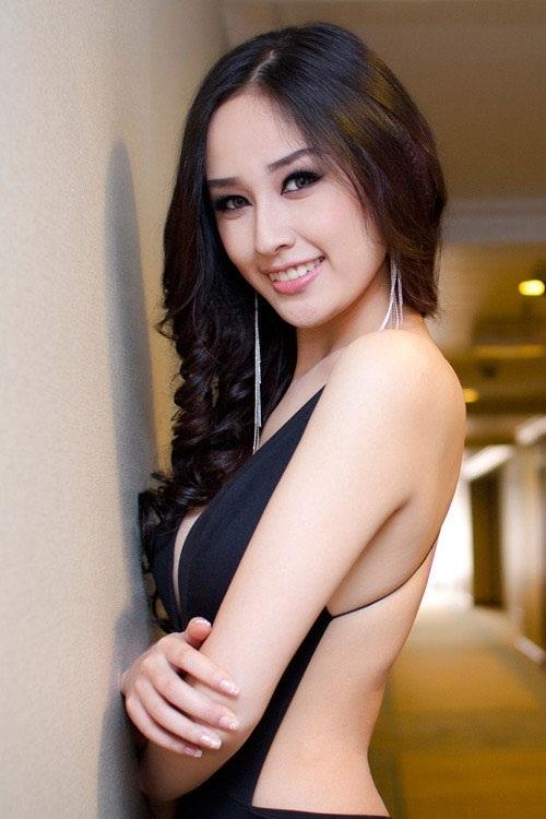 Hoa hậu Mai Phương Thúy từ sau khi đăng quang thì nhan sắc của cô luôn xinh đẹp hơn thấy rõ qua thời gian. Ngoài nhan sắc xinh đẹp thì cô là một trong số những hoa hậu có chiều cao khủng nhất hiện nay.