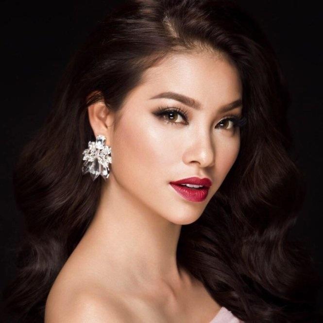 Hoa hậu Phạm Hương sở hữu vẻ đẹp hiện đại và sắc sảo khi trang điểm.