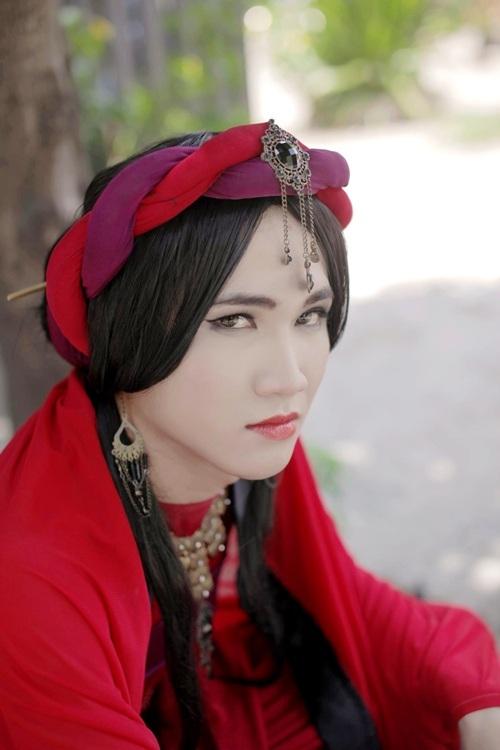 Huỳnh Lập xinh đẹp khi giả gái