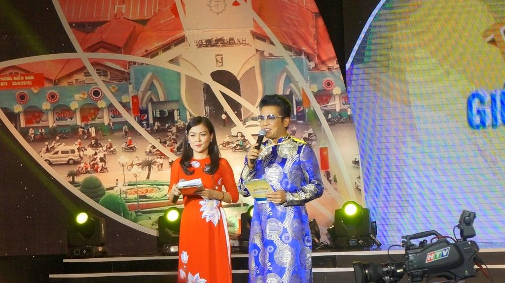 MC Quỳnh Giang và Thanh Bạch đảm nhận phần dẫn dắt chương trình