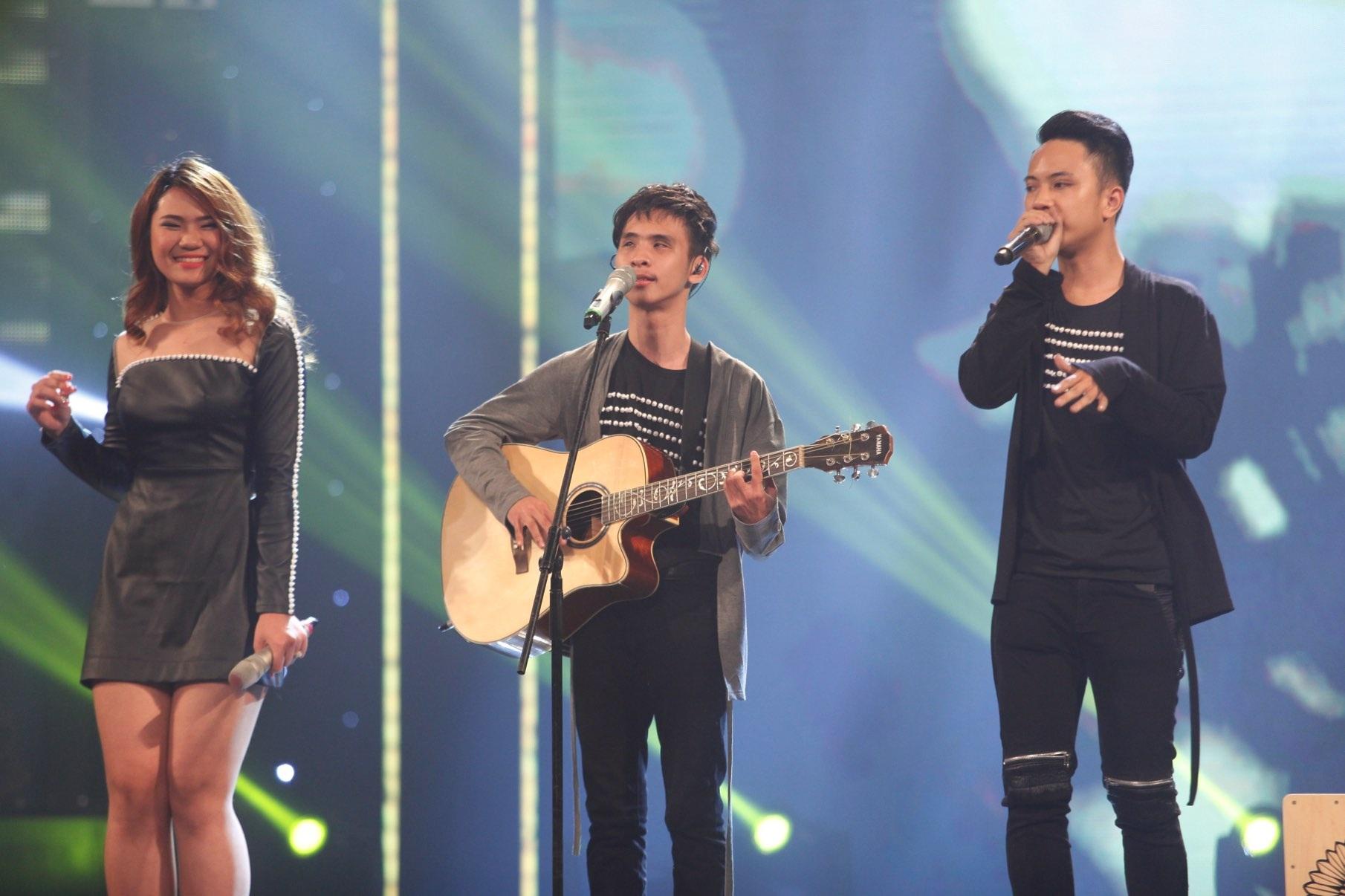 Hai thí sinh Kiến Văn, Quang Huy thể hiện ca khúc Anh và Đam Mê, cả hai tạo được sự thu hút bởi cách biểu diễn đầy nhiệt huyết và cháy hết mình.