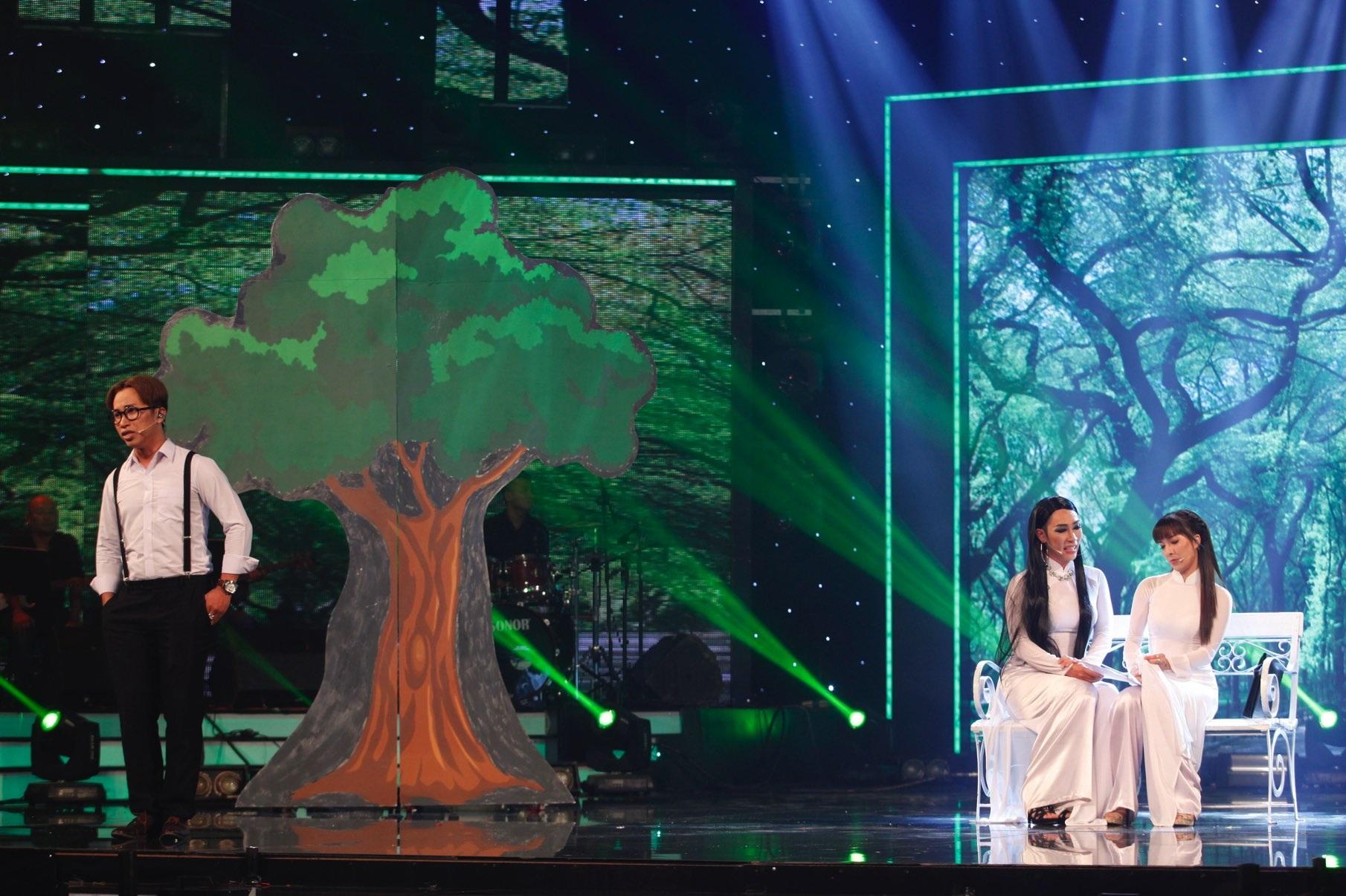 Nhóm Trà Đá cũng có những giây phút khó quên khi thể hiện một đoạn ngắn nhạc kịch hoành tráng ở sân khấu Got Talent.