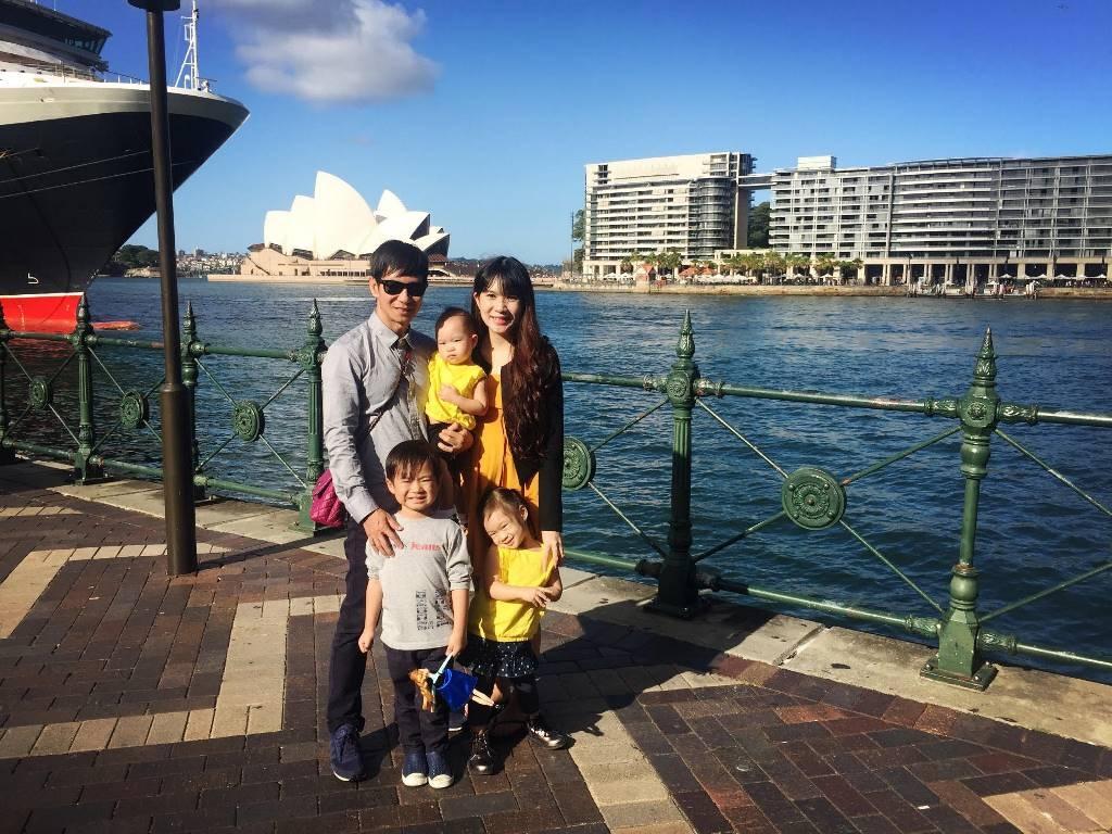 Tại đất nước xinh đẹp này Lý Hải - Minh Hà đưa các con đi tham quan một số điểm du lịch kết hợp dã ngoại ngoài trời rất thú vị.