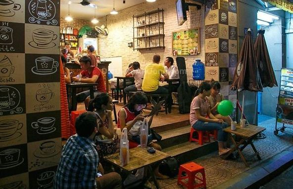 Từ một quán nhỏ đầu tiên tại quận 1, đến nay Thức coffee đã có một chuỗi quán cà phê dành cho những người Sài Gòn sống và hoạt động về đêm trong nhiều quận của Sài Gòn.