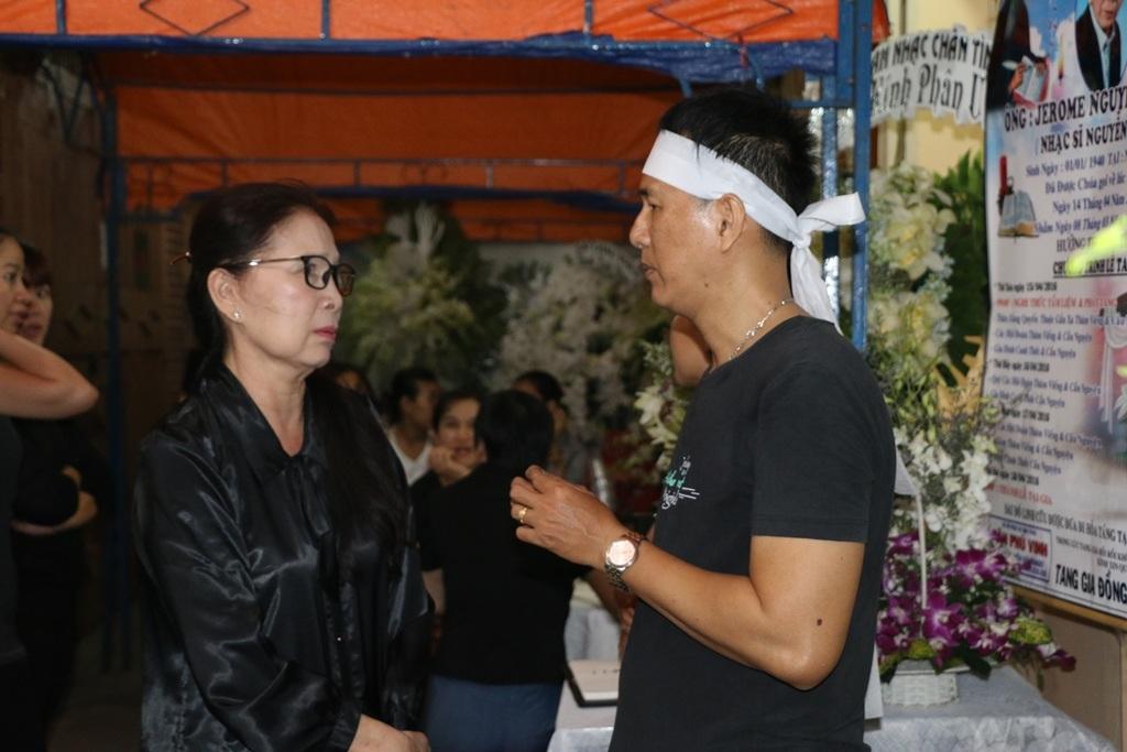 Ít ai biết NSƯT Kim Xuân và nhạc sĩ Nguyễn Ánh 9 có mối thâm tình gắn bó từ rất nhiều năm, cô chia buồn cùng con trai nhạc sĩ