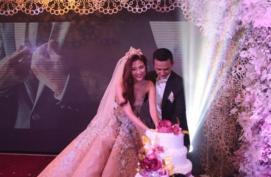 Thúy Diễm diện váy cưới trăm triệu - 6