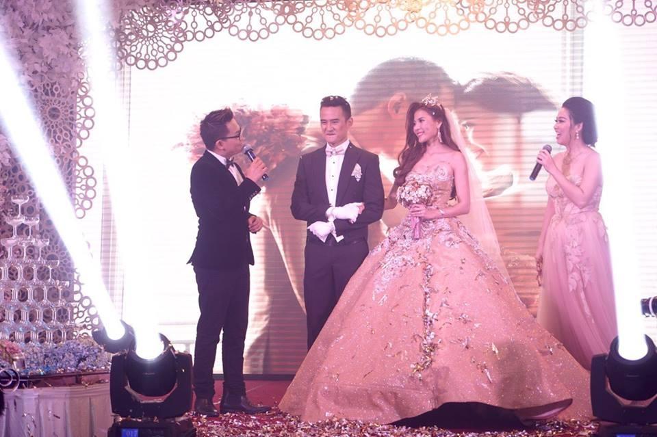Thúy Diễm diện váy cưới trăm triệu - 2