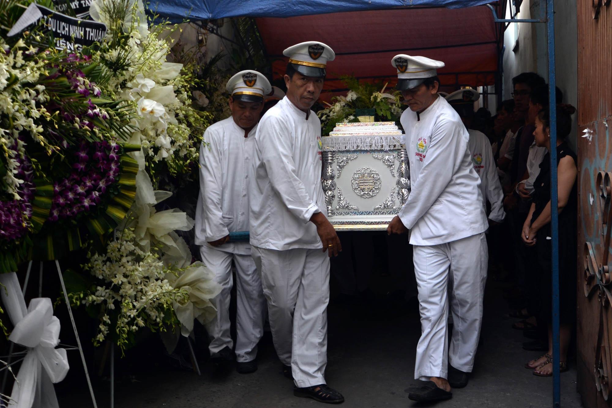 Di quan của nhạc sĩ Nguyễn Ánh 9 được mang đi hỏa táng tại Bình Hưng Hòa