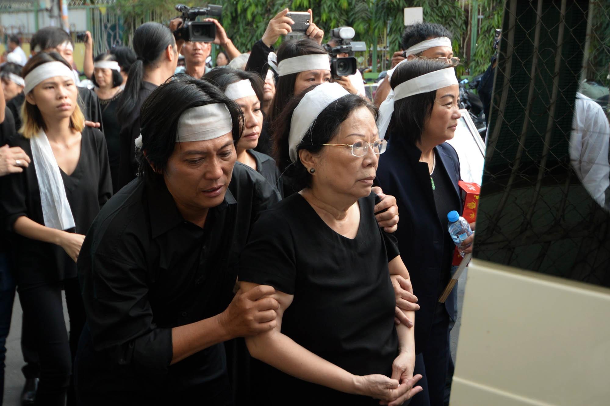 Gia đình, bạn bè nghẹn lòng tiễn biệt nhạc sĩ Nguyễn Ánh 9 về nơi xa - 10