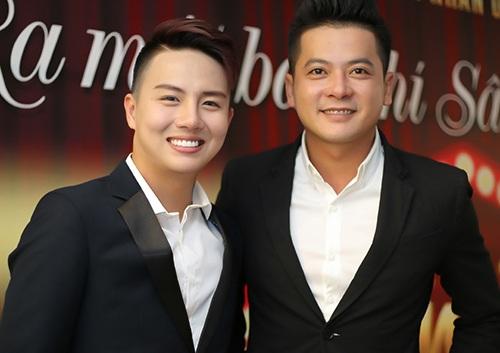 Hoàng Anh (phải) đóng vai Cố Hải. Còn Duy Khánh vào vai Bạch Lạc Nhân trong kịch Thượng Ẩn.