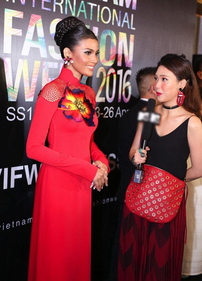 Khi xuất hiện trên thảm đỏ, Trương Thị May luôn nhận được sự săn đón, quan tâm của giới truyền thông.