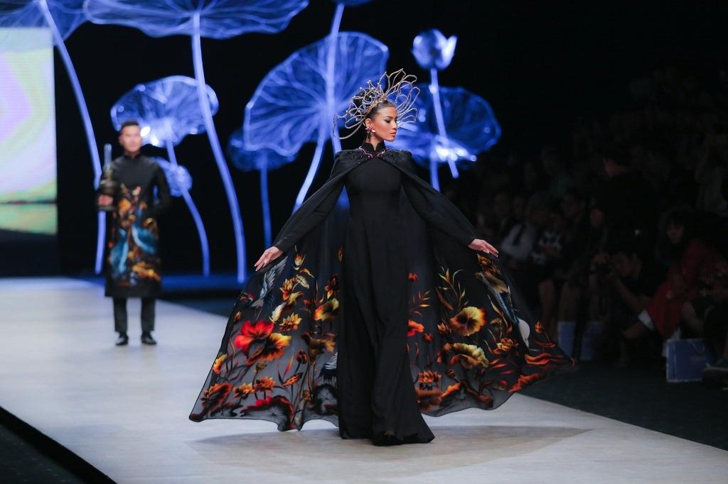 Trương Thị May, Lan Khuê đẹp lộng lẫy với áo dài truyền thống - 4