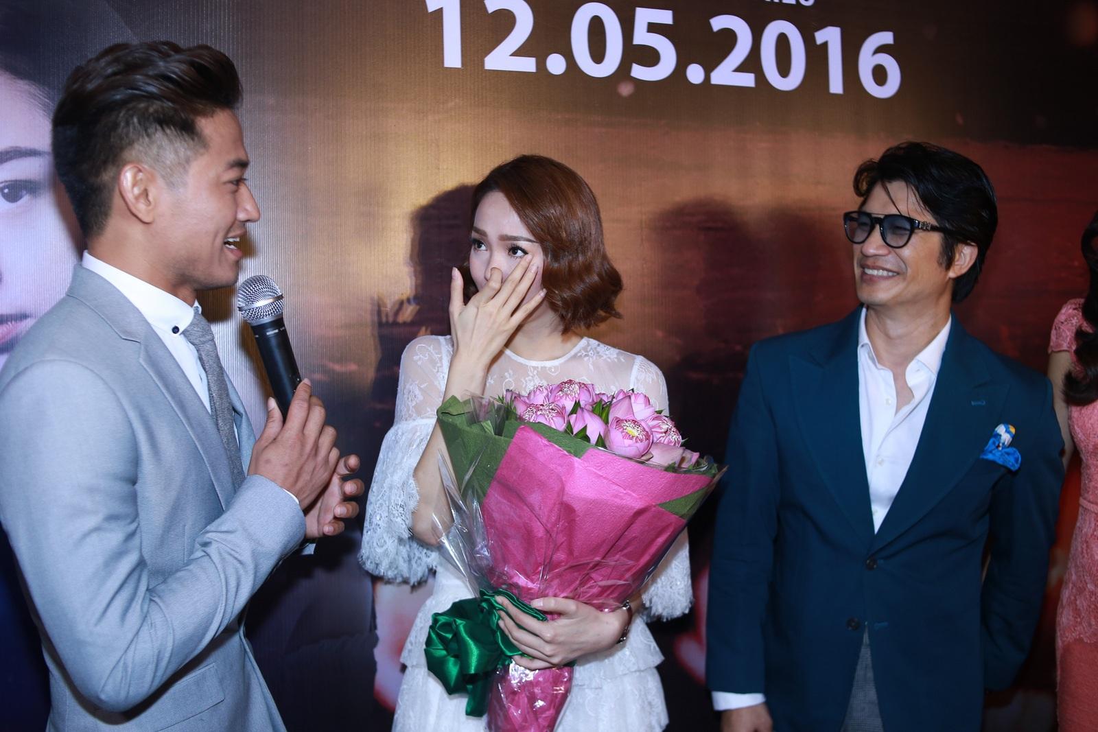 Quý Bình khiến Minh Hằng xúc động vì màn cầu hôn bất ngờ - 3