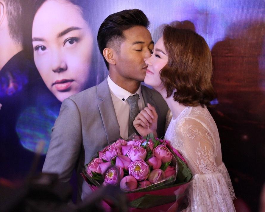 Quý Bình khiến Minh Hằng xúc động vì màn cầu hôn bất ngờ - 5