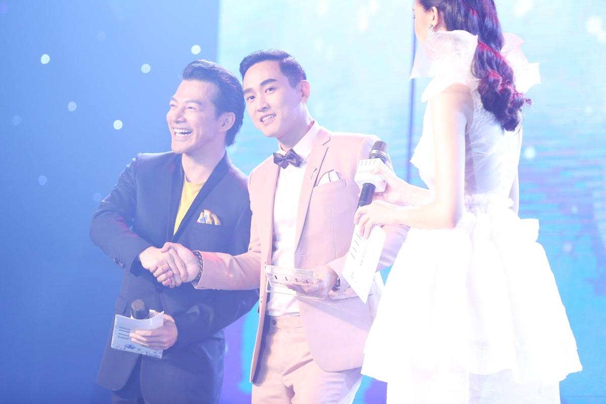 Hứa Vĩ Văn thay Sơn Tùng nhận giải Nam diễn viên phong cách triển vọng