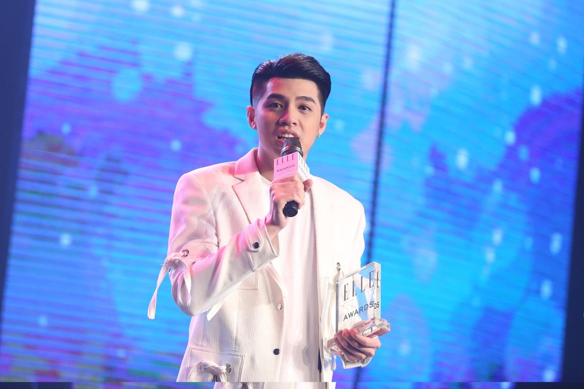 Noo Phước Thịnh giành được giải thưởng Nam ca sĩ phong cách của năm