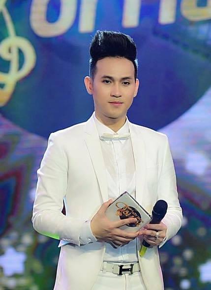 Nguyên Vũ đảm nhận vai trò host trong chương trình ca sĩ Nguyễn Hưng làm giám khảo