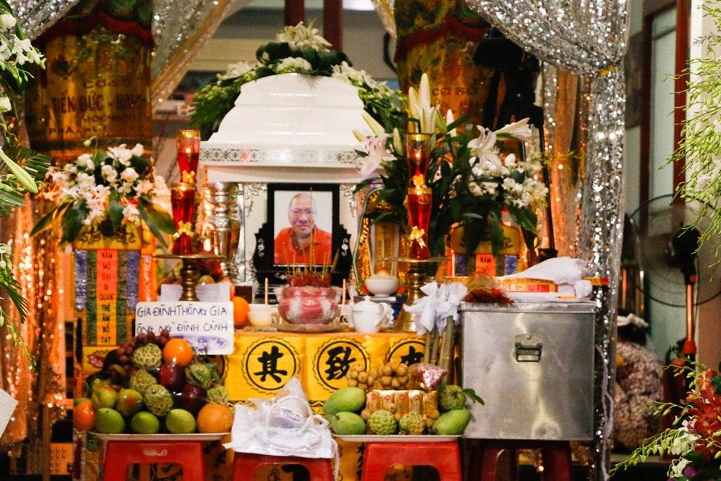 Bố đẻ của ca sĩ Hồng Ngọc - ông Nguyễn Xuân Dinh đã trút hơi thở cuối cùng vào sáng ngày 9/5. Bố Hồng Ngọc là tay trống nổi tiếng trước năm 1975.