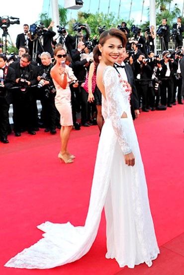 Thanh Hằng với phong cách thời trang riêng được xem là có sự xuất hiện khá nổi bật trên thảm đỏ.