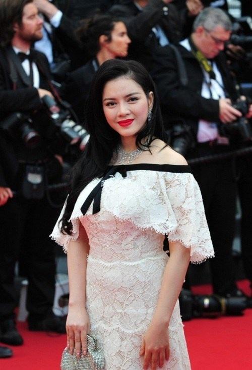 Lý Nhã Kỳ chọn mua chiếc váy hàng hiệu độc quyền thương hiệu nổi tiếng có giá lên đến 2 tỷ đồng