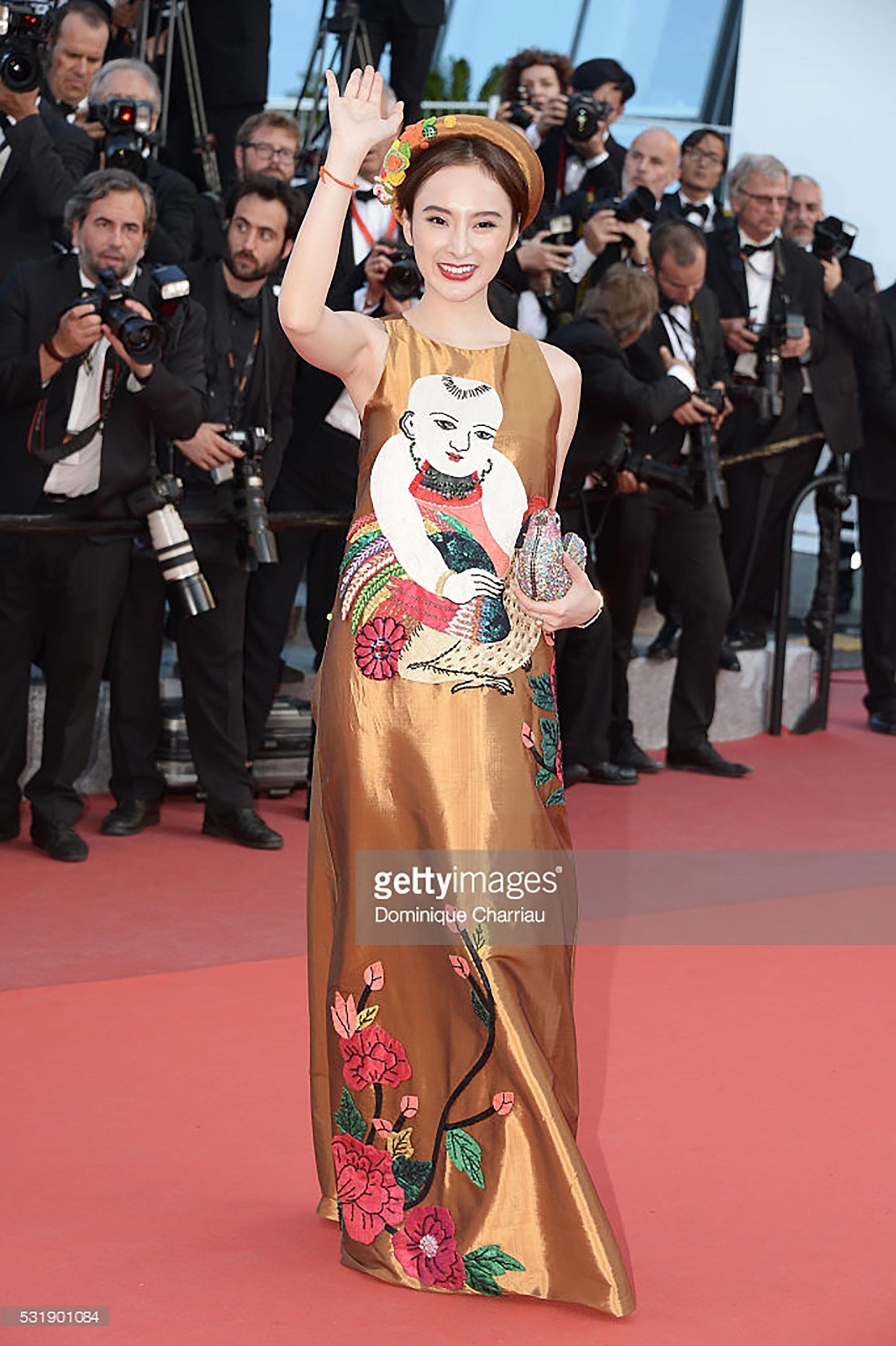 Hình ảnh của Angela Phương Trinh đã được ghi nhận và truyền tải ở màn hình chính tại hiện trường chuyên ghi nhận những ngôi sao góp mặt ở sự kiện, cũng như xuất hiện ở các website có uy tín hàng đầu thế giới như Getty Images, Reuters…