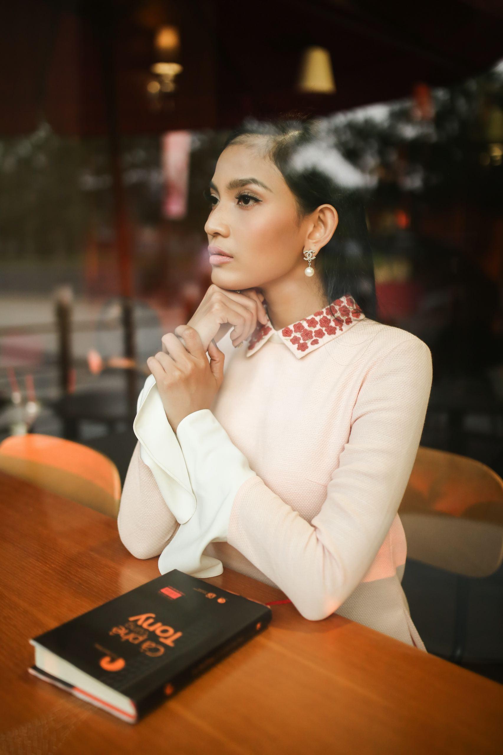 Gần 10 năm sau khi đăng quang ngôi vị Á hậu, Trương Thị May vẫn giữ cho mình nếp sống giản dị, phong cách thời trang nền nã, kín đáo mỗi khi xuất hiện và đặc biệt là nói không với scandal.