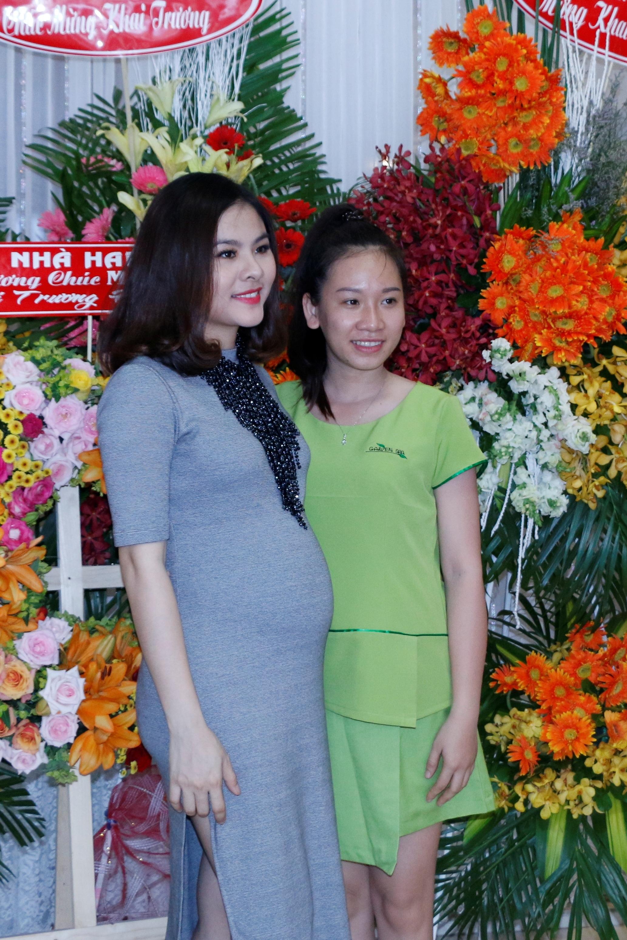 Mặc dù là bà chủ nhưng Vân Trang vô củng thân thiện với nhân viên của mình.