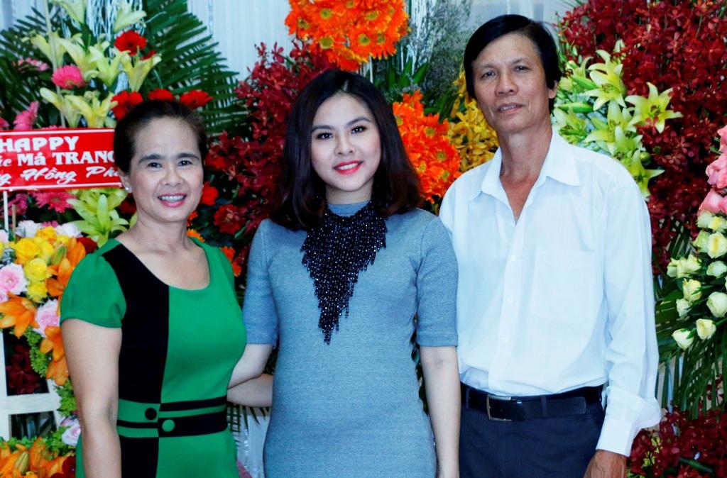 Vân Trang và ba mẹ ruột