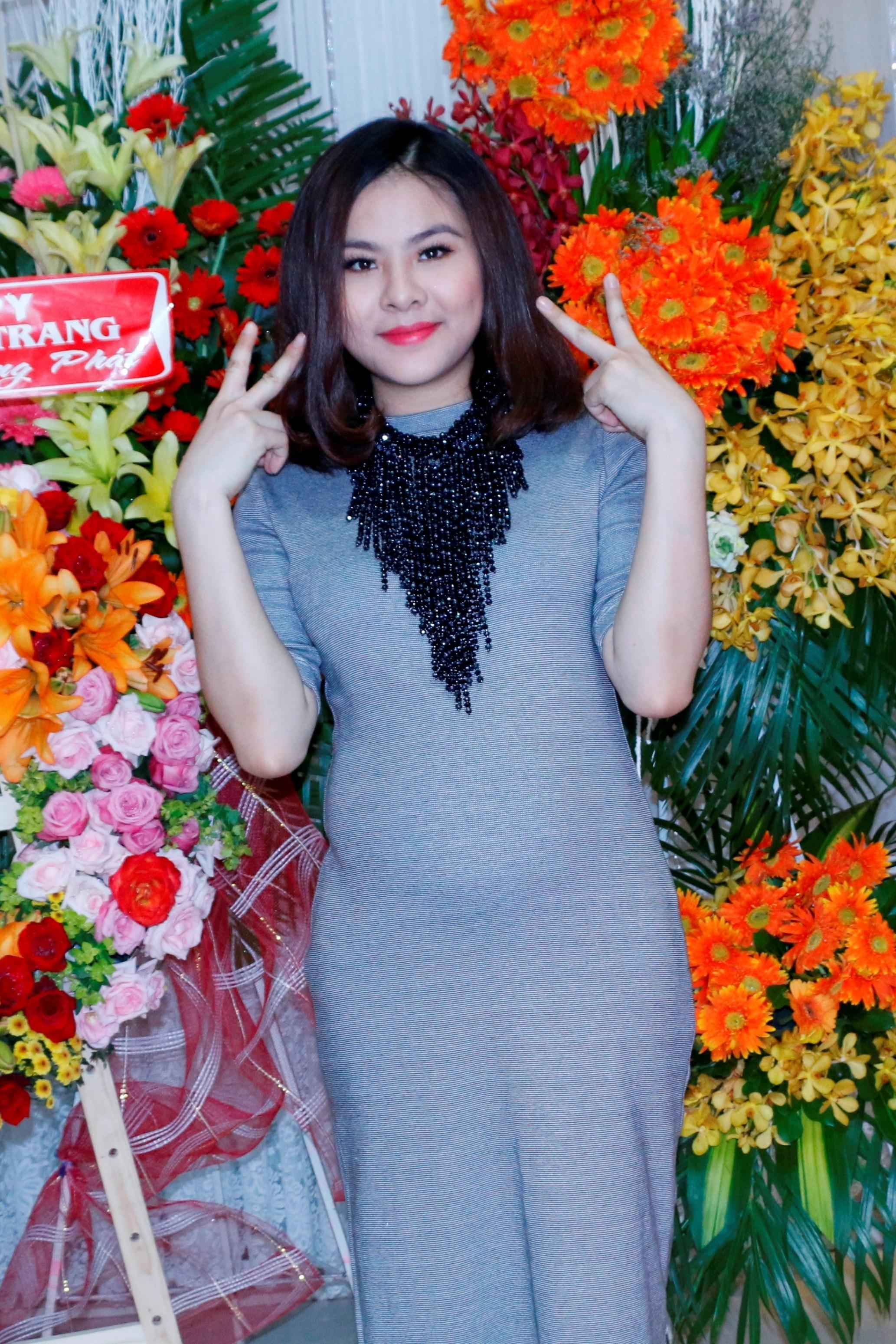 Tuy đã sắp làm mẹ nhưng Vân Trang vẫn khá nhí nhảnh