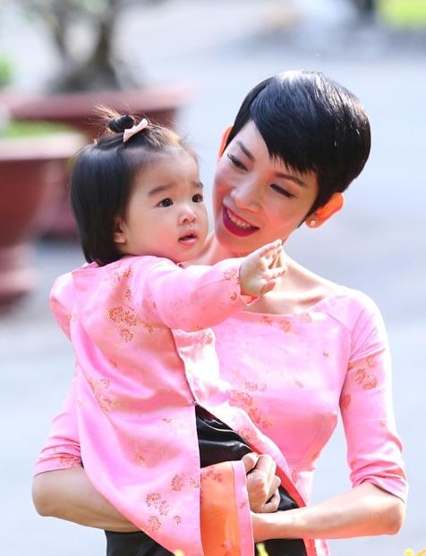 """Những sao Việt nữ """"giấu chồng"""" dù có con chung - 1"""