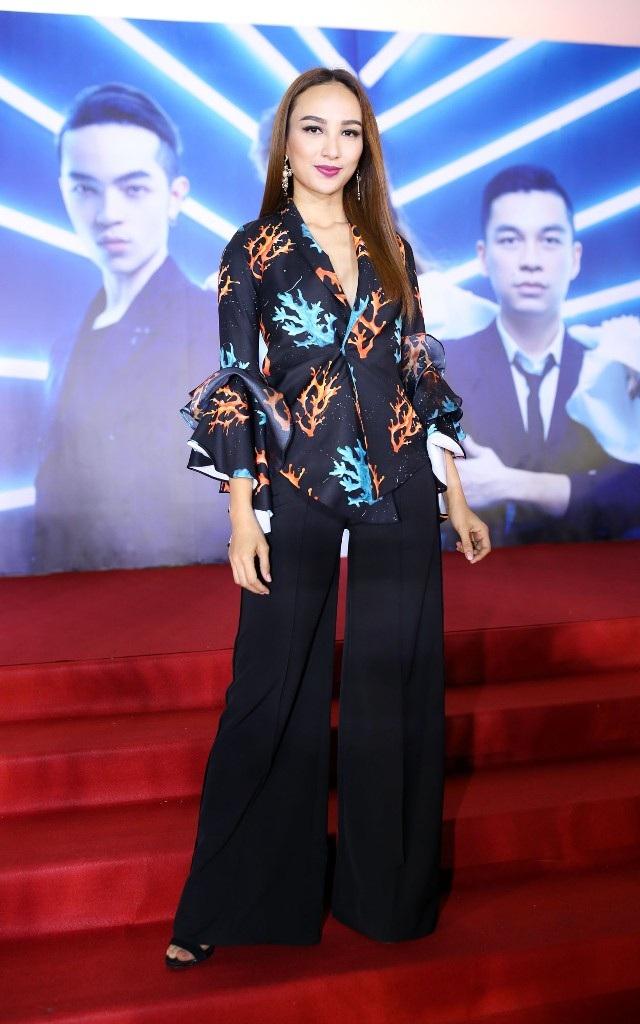 Angela Phương Trinh bất ngờ diện váy xuyên thấu táo bạo - 22
