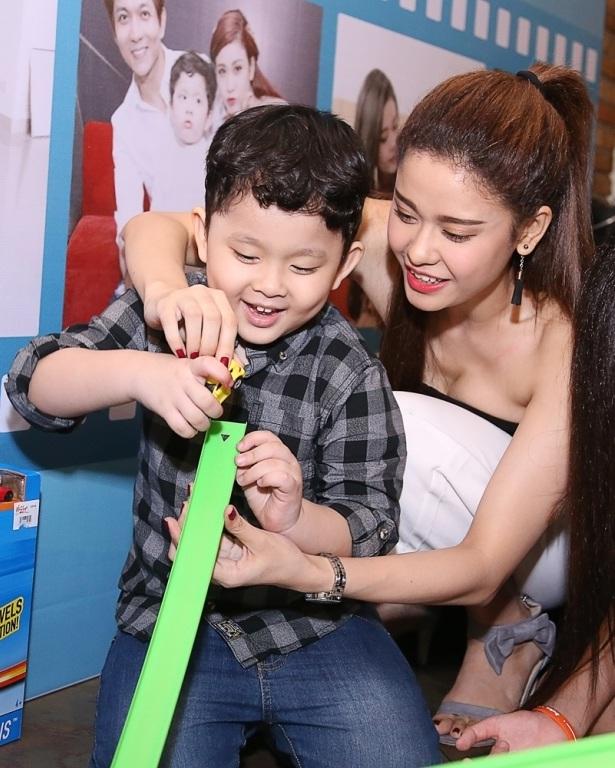 Trương Quỳnh Anh rất hạnh phúc khi cậu con trai của mình ngày càng kháu khỉnh và đáng yêu