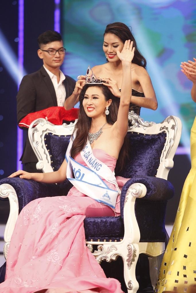 Niềm hạnh phúc vỡ òa của tân Hoa khôi Việt Nam mùa 2