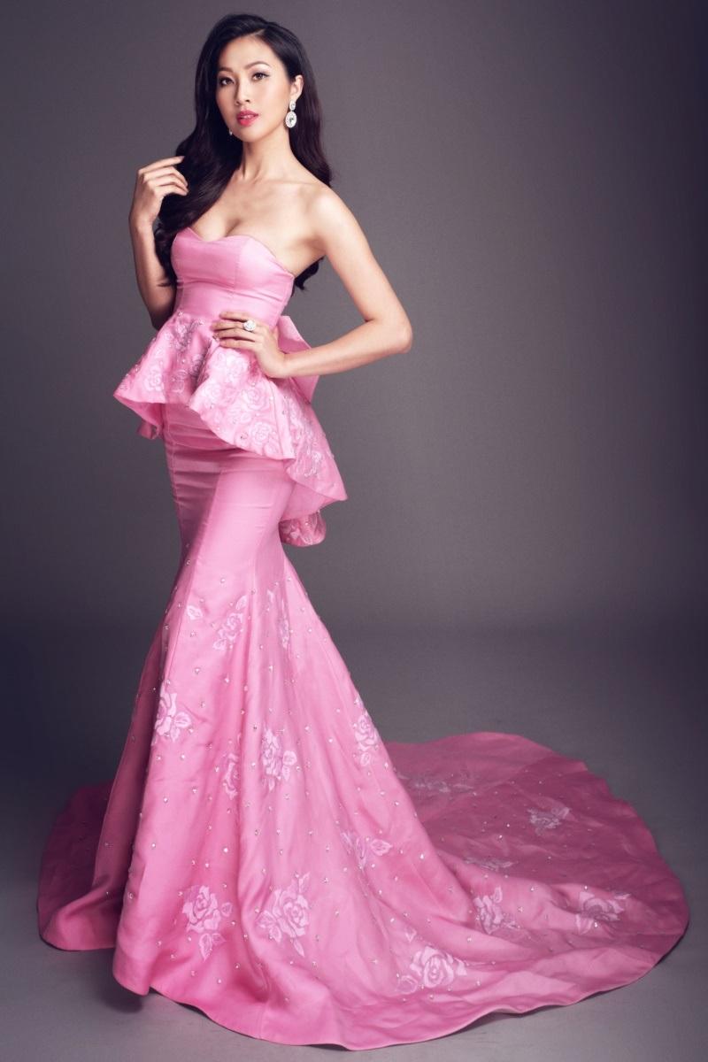 Diệu Ngọc quyến rũ với váy dạ hôi đã đăng quang trong Hoa khôi áo dài 2016