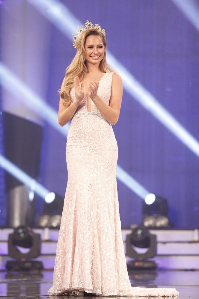 Trong phần giao lưu còn có Hoa hậu Hòa bình thế giới Claire Parker