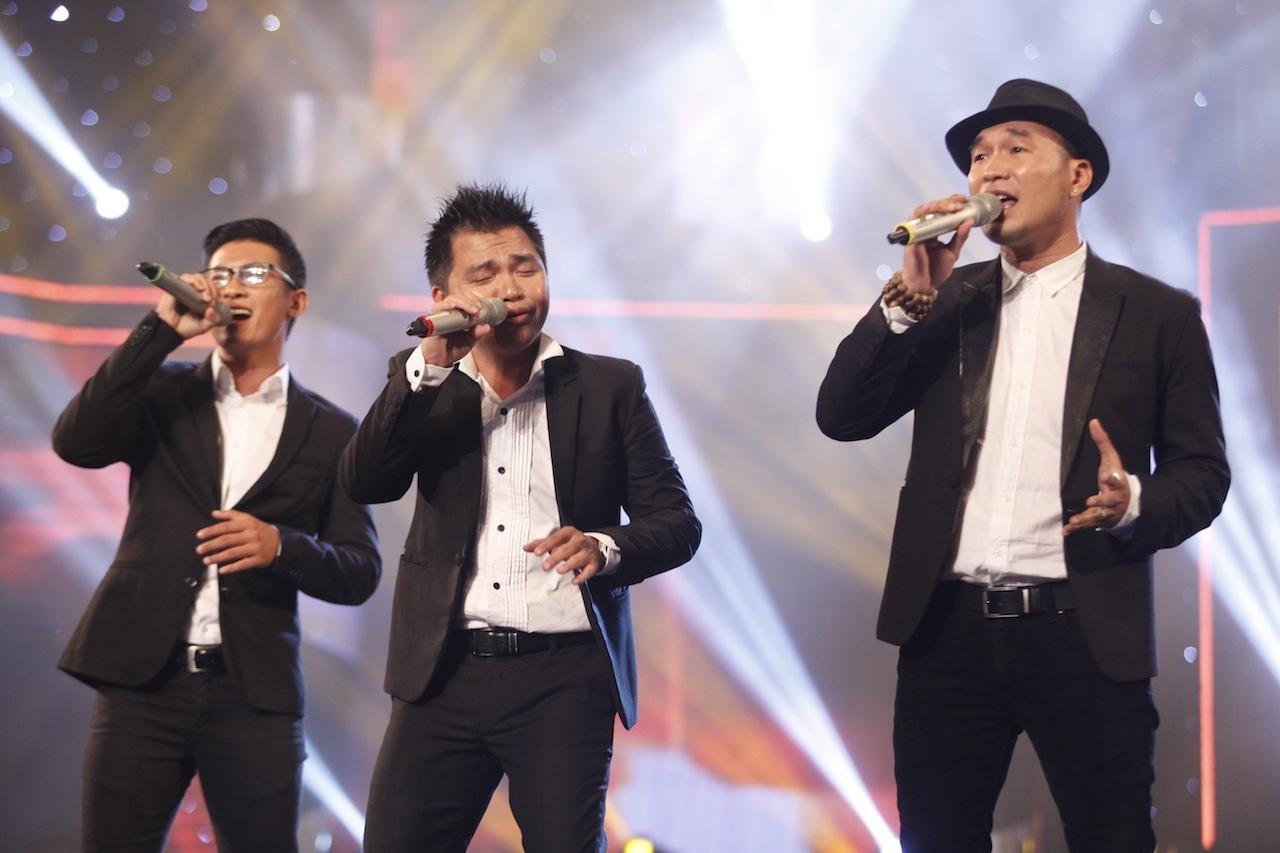 Nhóm MTV trình diễn trong đêm chung kết Hoa khôi áo dài