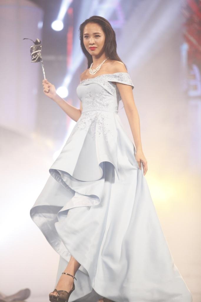 Những khoảnh khắc đẹp đêm chung kết Hoa khôi áo dài - 35