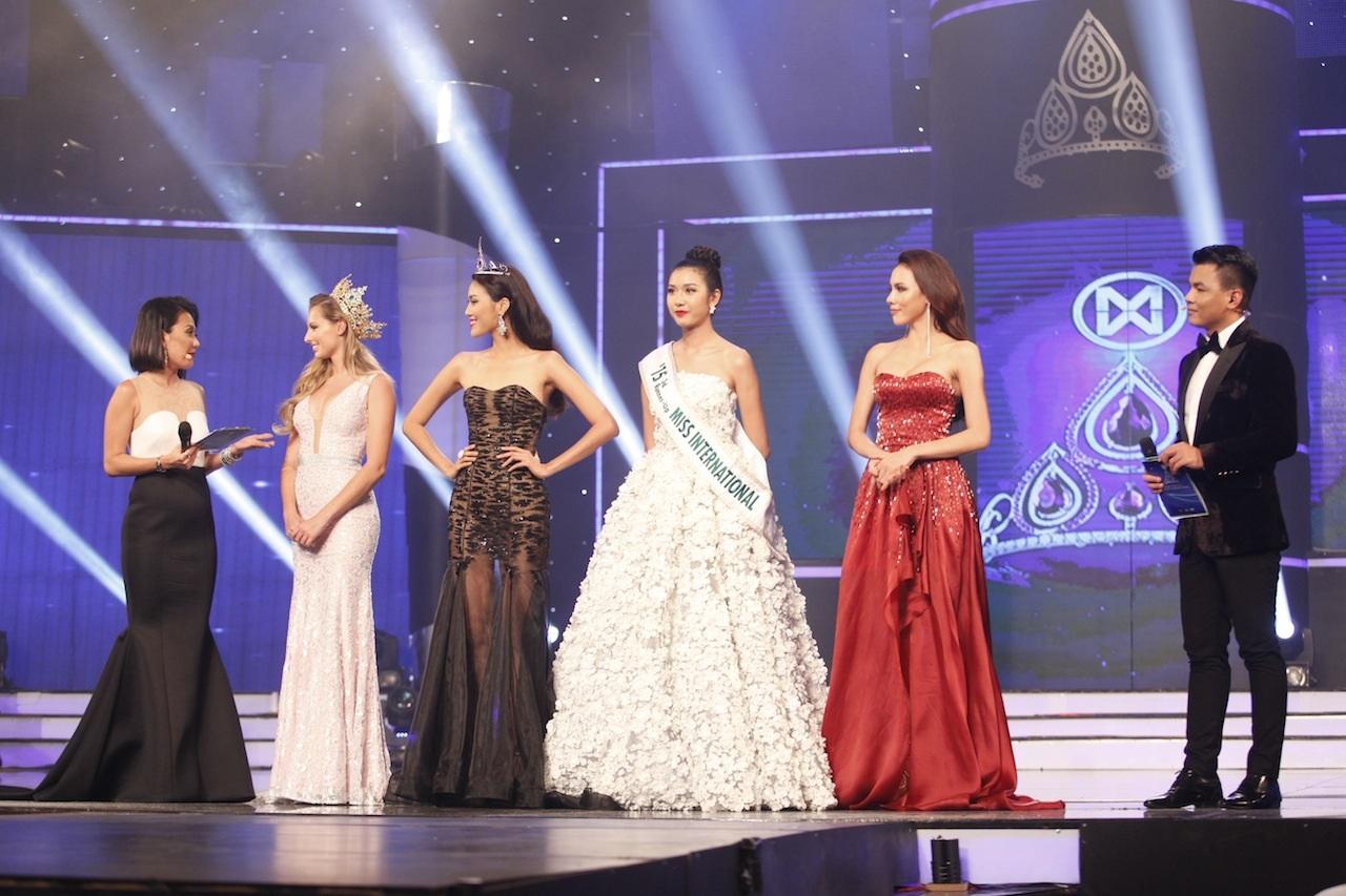 Top 3 Hoa khôi áo dài mùa 1 giao lưu cùng khán giả