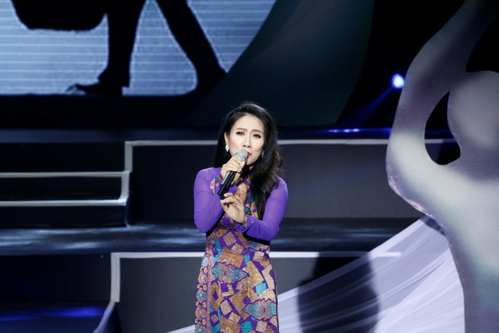 Ca sĩ Vân Khánh với ca khúc Lặng lẽ mẹ tôi