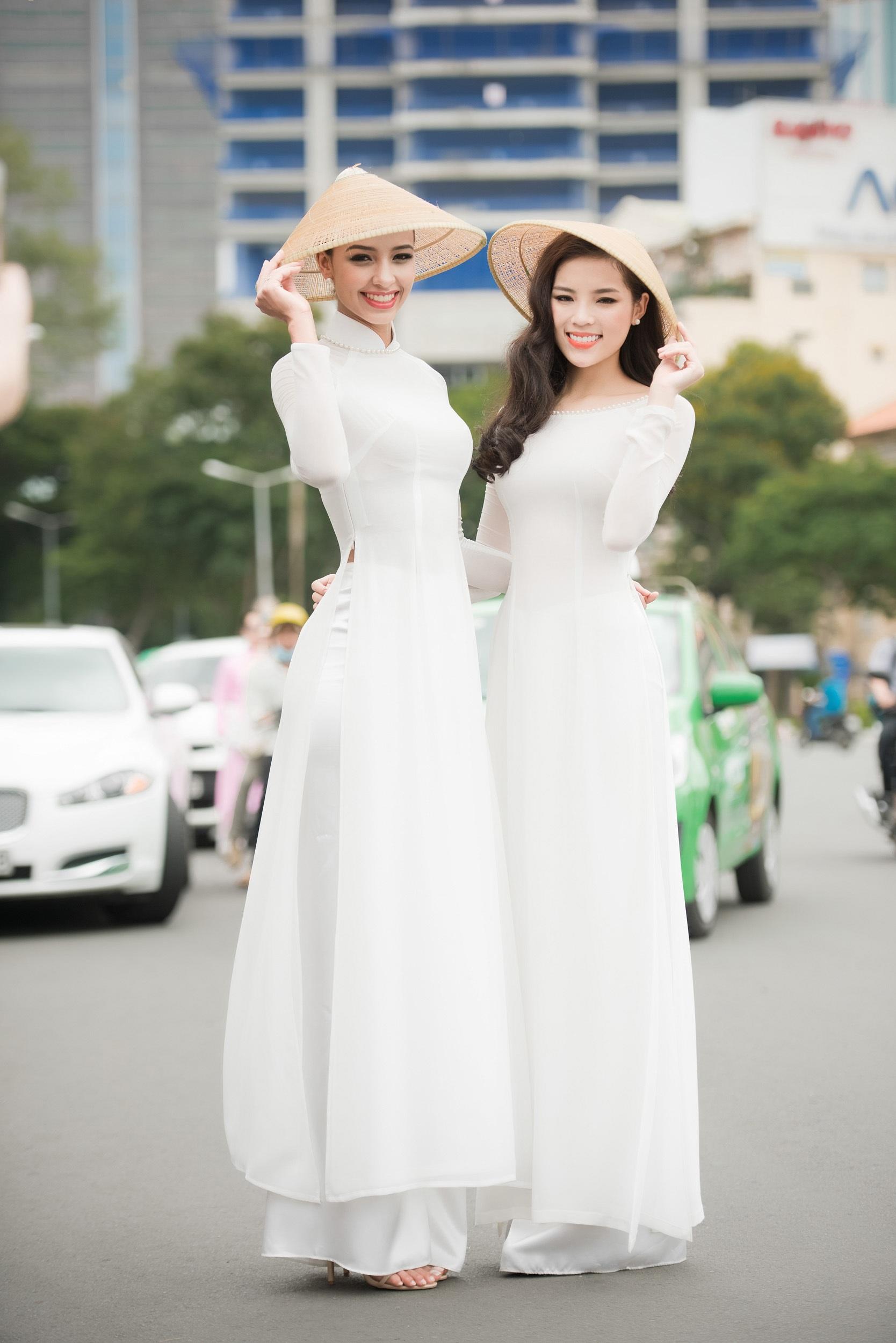 Hoa hậu Pháp cùng Kỳ Duyên thướt tha áo dài dạo phố - 3