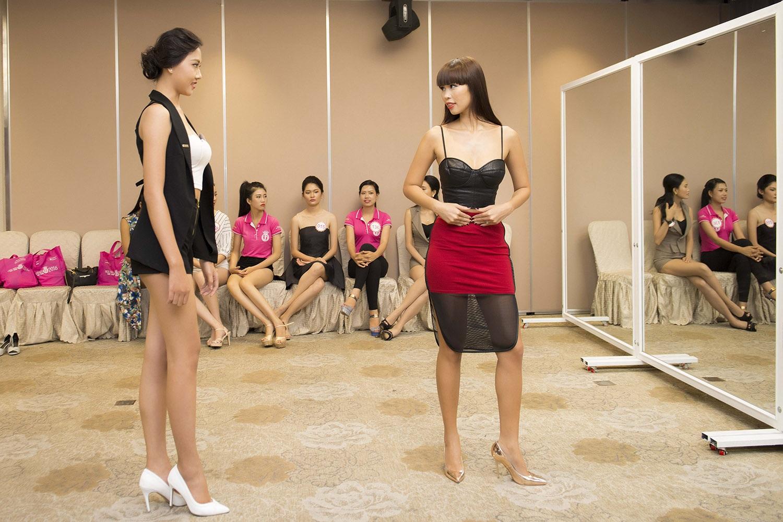 Ở đêm thi này, kỹ năng trình diễn trên sân khấu đóng vai trò quan trọng, siêu mẫu Hà Anh được BTC mời đảm nhận vai trò huấn luyện catwalk bởi cô là một trong những siêu mẫu có kinh nghiệm quốc tế cùng chuyên môn dày dặn, phong cách làm việc chuyên nghiệp.