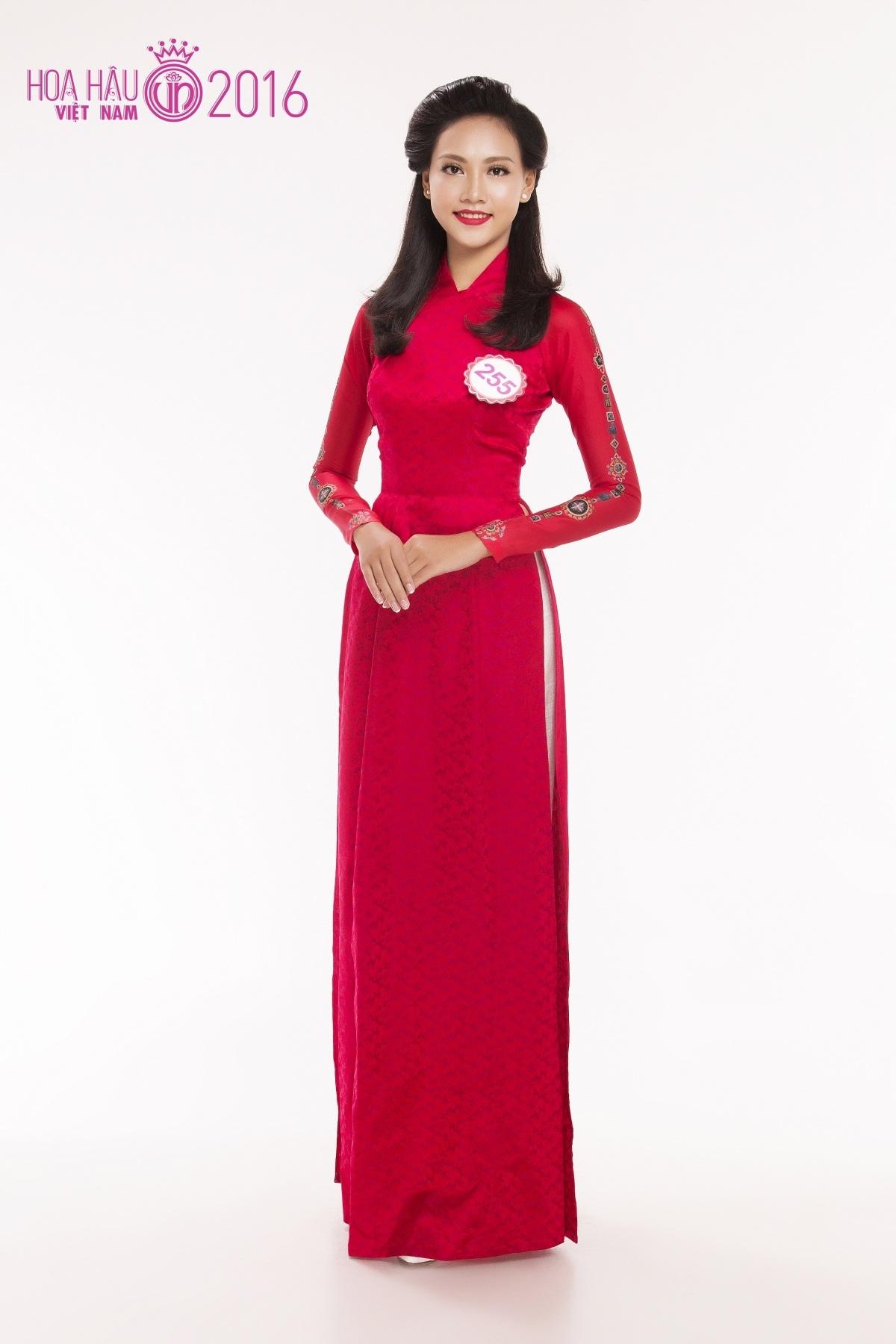 Cô gái 19 tuổi tâm sự, chiều cao lợi thế từng khiến cô bị bạn bè trêu chọc. Cô mong muốn tham dự Hoa hậu Việt Nam 2016 để khẳng định sự tự tin và gạt bỏ những định kiến dành cho chiều cao của cô.